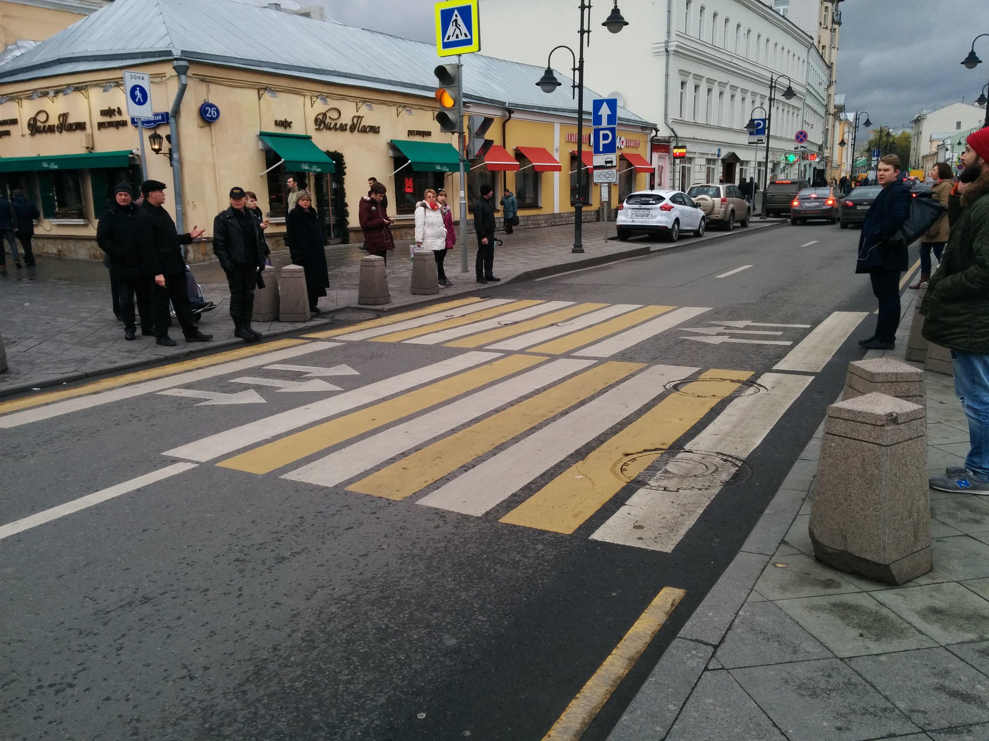 На столичных «зебрах» установят неменее трёх тыс. знаков спокрытием антиграффити