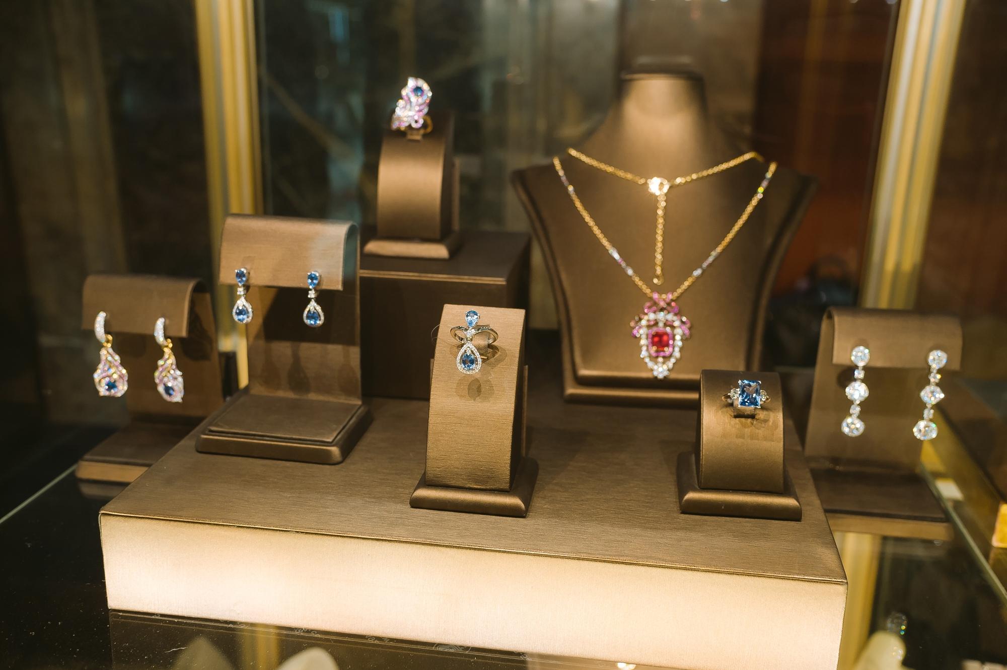 Фото с выставки ювелирных украшений