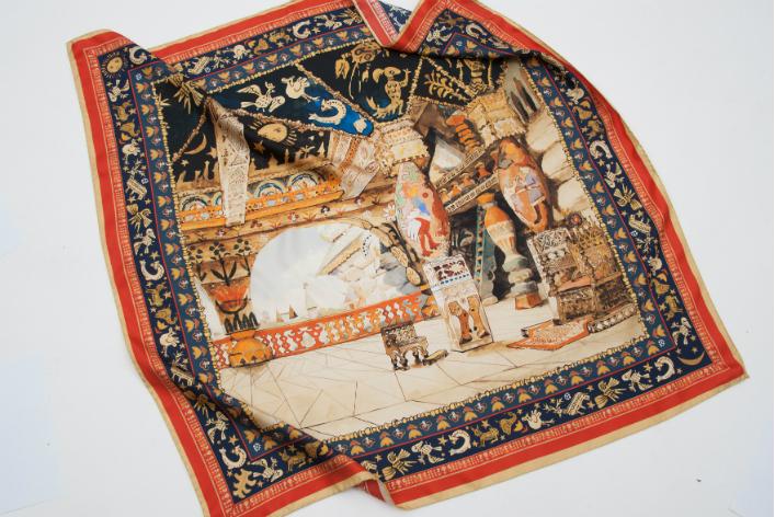 Третьяковка выпустила лимитированную коллекцию шелковых платков