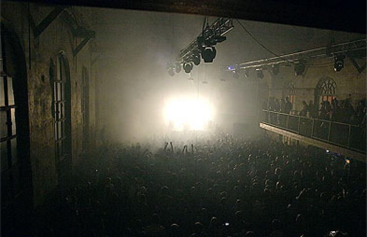Cocoon: Gallery - DJs Онур Озер, Кэсси, Тоби Ньюманн (все - Германия), Володя Трапезников, Studio 39 - DJs Майк Спирит, Марио, Зорькин, Bell, Санчес