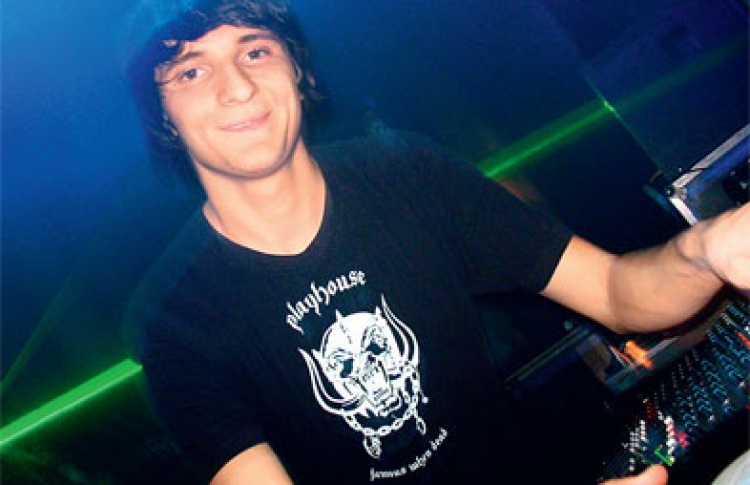 Sunrise: DJs Педро, Раду, Рареш (все - Румыния), Abelle & Beekeeper