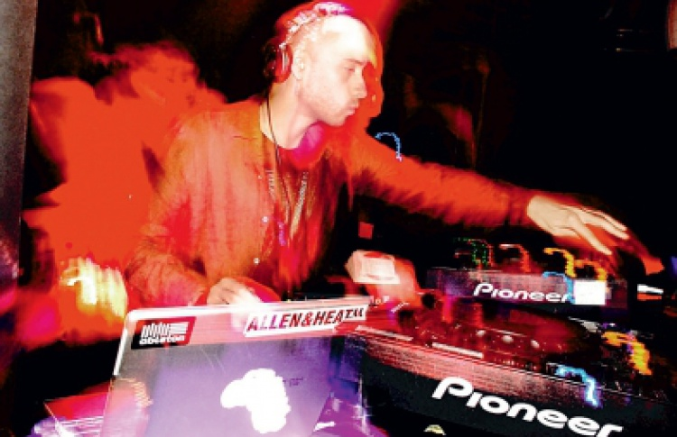 Global Underground: DJs Desyn Masiello, Moonface, Paolo Mojo (все - Великобритания), Monaque