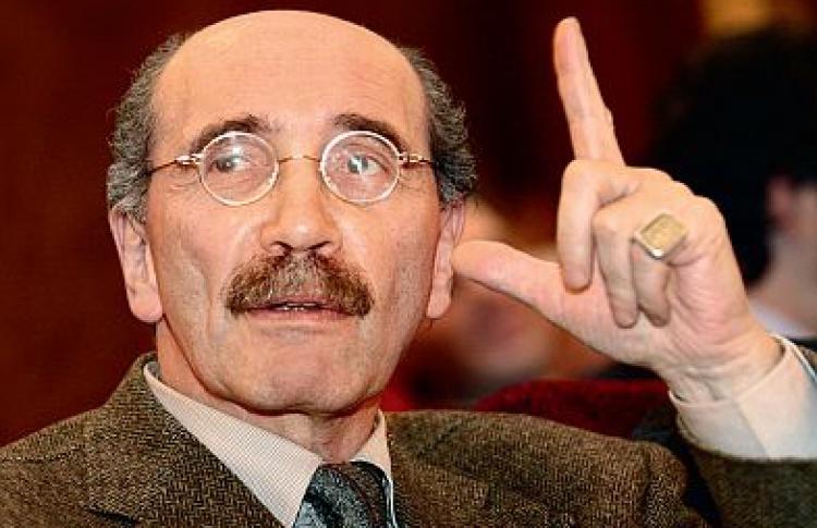 Писатель Александр Кабаков: «Язнаю, что меня называют «певцом пуговиц»»