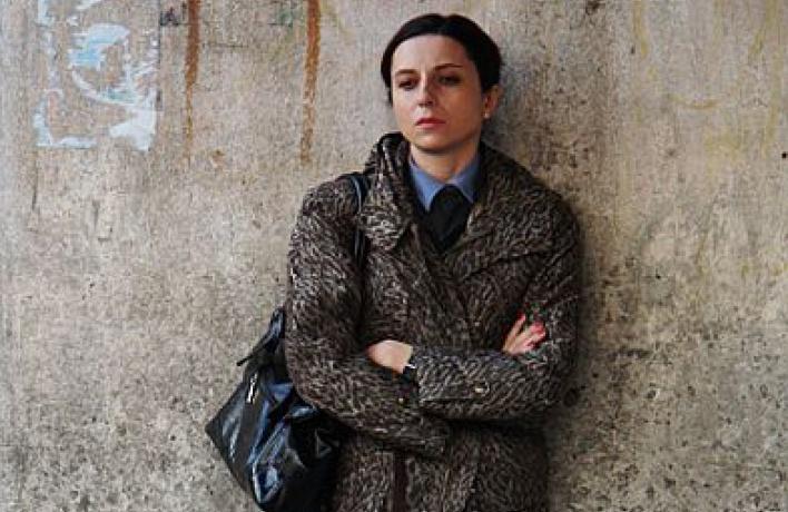 Чувствительная милиционерша в«Сказке про темноту» срисована скорее срежиссера Хомерики, чем сактрисы Хазановой.