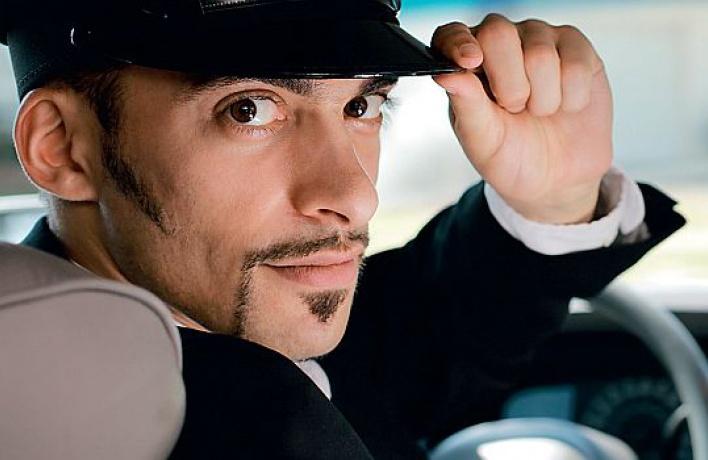 В основном таксисты занимаются развозкой от гей-клубов, но нередко они возя