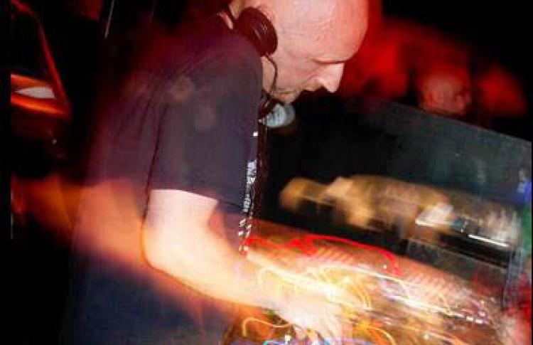 Sick Disco (гастроли московской вечеринки клуба Солянка). Padded Cell (DFA, Великобритания), Cross (Москва), Kalivas
