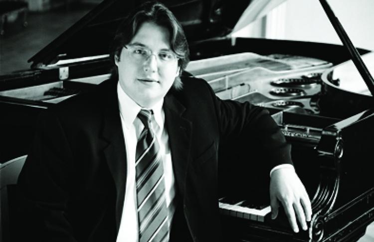 Евгений Изотов (фортепиано)