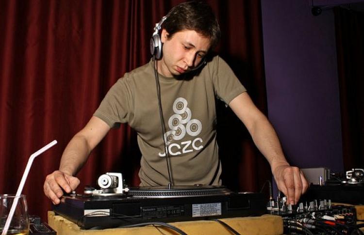 Moskva Reka. DJs Paris (Москва), Ilya Rasskazov (Москва), Raha (Москва)