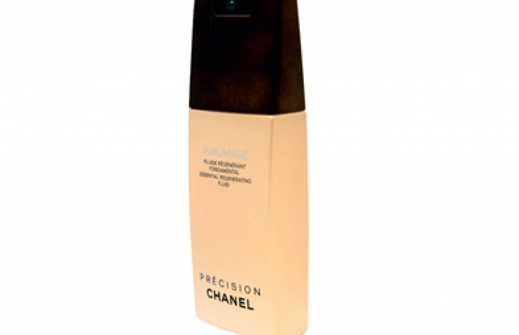 Время назад с Chanel Essential Regenerating Fluid