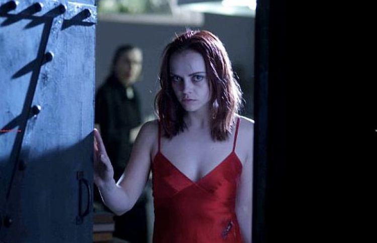 Трейлер «После жизни»: Лиам Нисон хоронит Кристину Риччи заживо