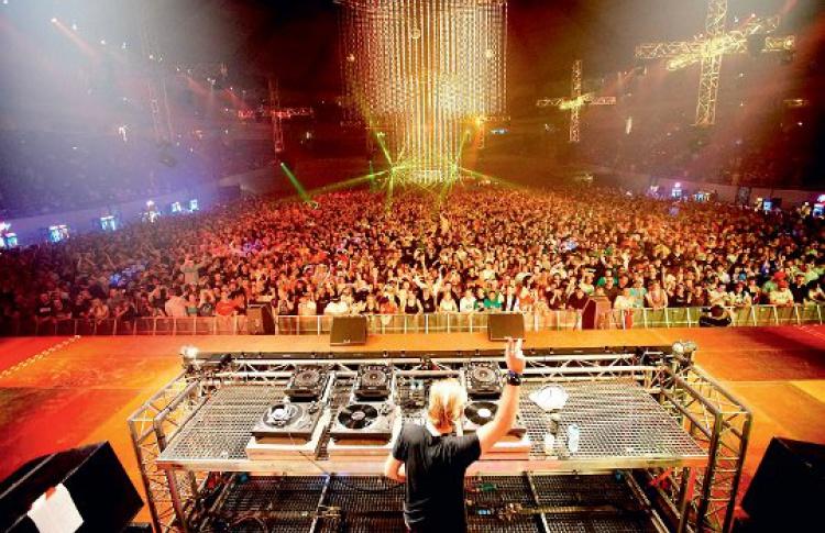 Mayday Moscow: DJs Paul van Dyk, Chris Liebing, Westbam, Tomcraft, Marusha (все - Германия), Filo & Peri (Австралия)