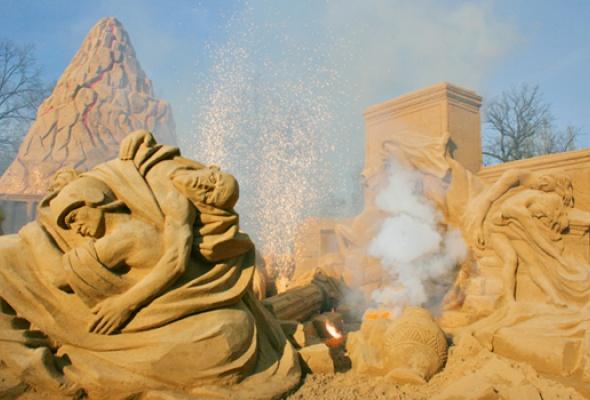 """IX Международный фестиваль песчаных скульптур """"Мифы или реальность. Загадки истории"""" - Фото №0"""