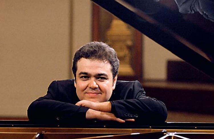 Аркадий Володось (фортепиано)