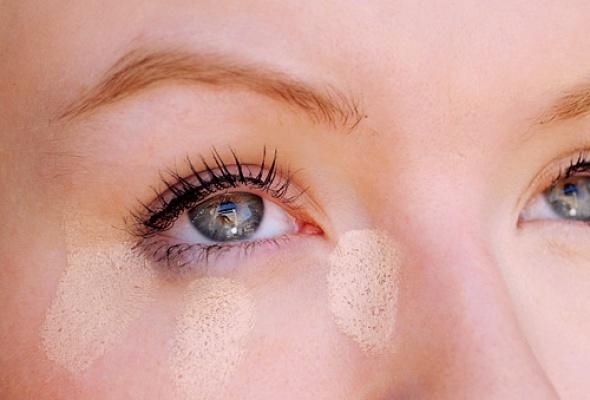 Визажист Елена Крыгина отом, как правильно маскировать круги под глазами - Фото №1