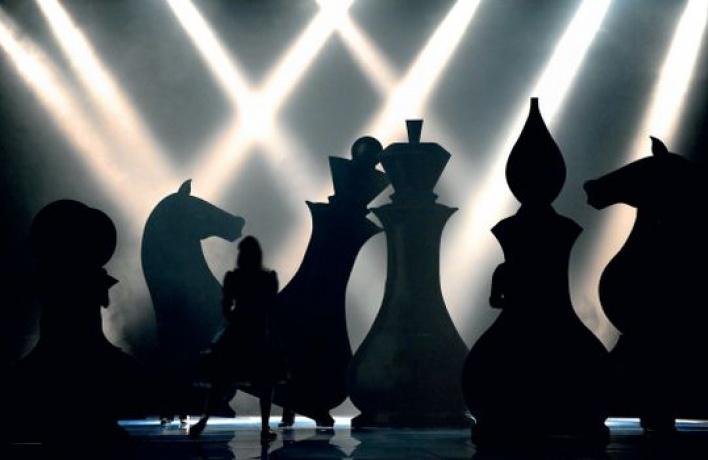 Поиграйте вживые шахматы