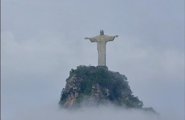 Москвичи спасаются отдухоты вБразилии