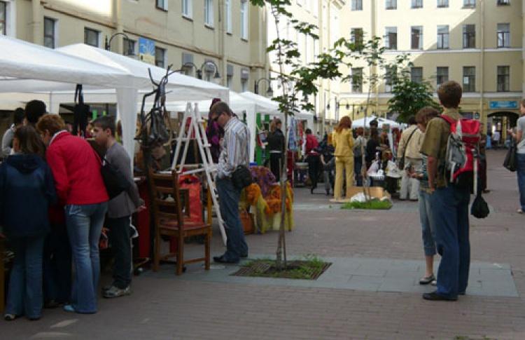 Уличный фестиваль авторских вещей «ДеЛа'Рук»