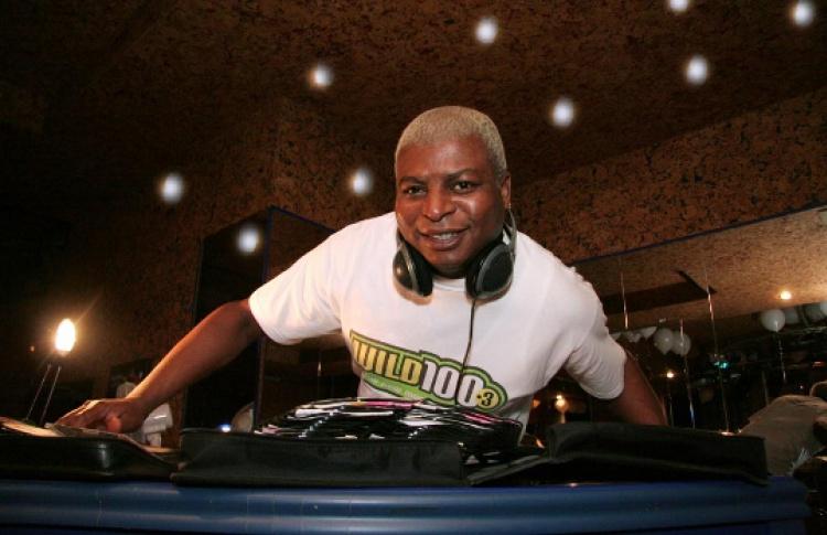 Let's go it Now: DJs Стив Эмакуче (Ямайка), М-Войс, Соболев, go-go-танцы