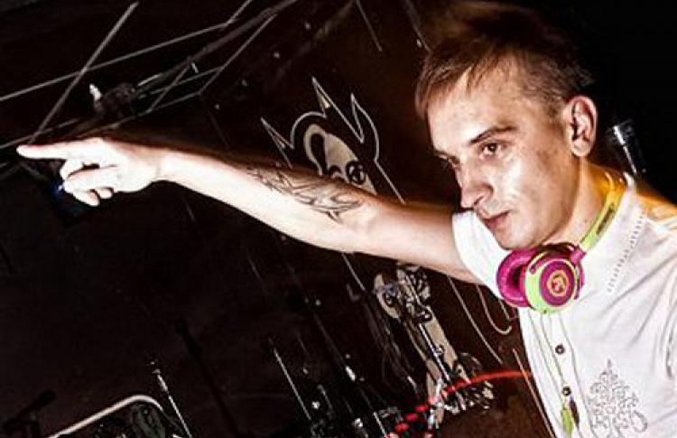 Viva Nights * Summer 2010. Da Bass Sound System! DJs Boomer, Took, E-Zoom, Sonya, Poison, Ten; DJs: Finn, Dasha Malygina, Knfprty, Mikky Lovejoy, Rocco, Exit Music