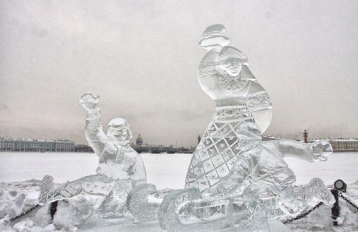Летняя выставка ледовых скульптур