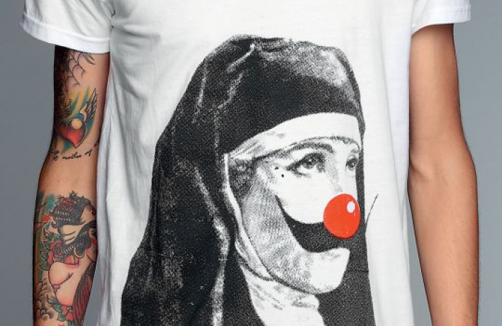 Британские футболки «Your Eyes Lie»