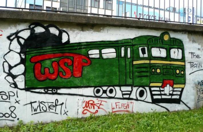 РЖД попросила граффитчиков разрисовать забор