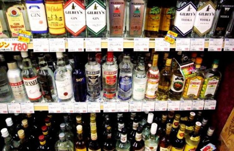 Продажу крепкого алкоголя запретят с22до10часов