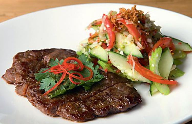 Острый тайский салат сговядиной исельдереем