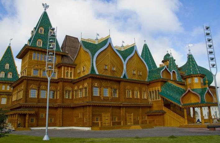 ВКоломенском восстановили дворец ипостроят деревню