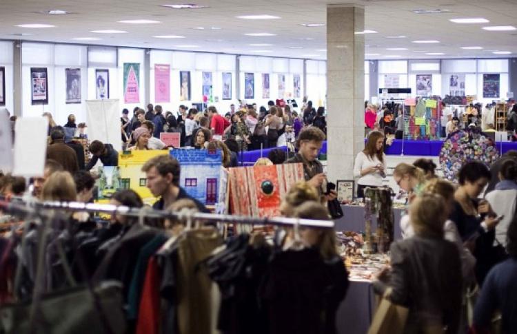 Sunday Up Market Students Shopping