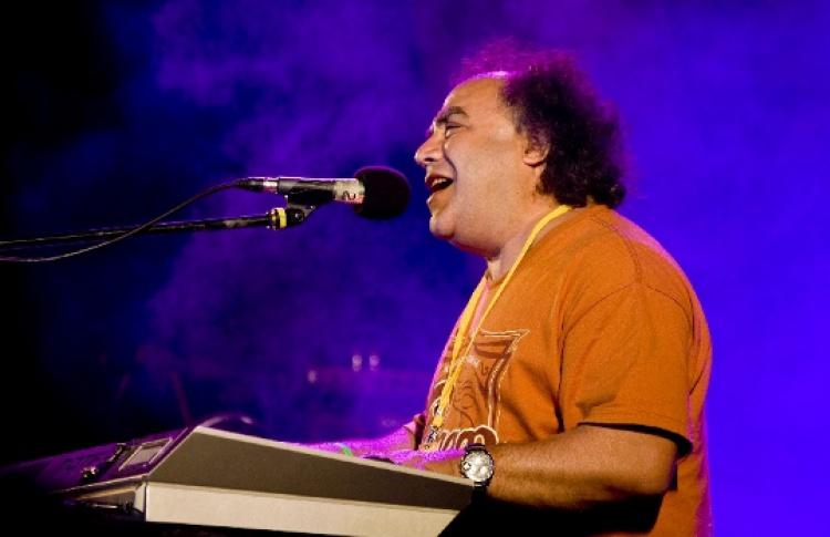 Сергей Манукян (вокал, клавиши) и группа