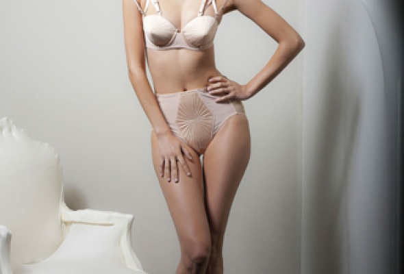 Жан-Поль Готье создал коллекцию нижнего белья для LaPerla - Фото №1