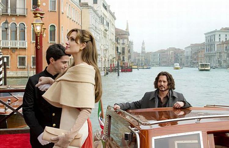 Вышел трейлер фильма, где впервые вместе играют Джоли иДепп