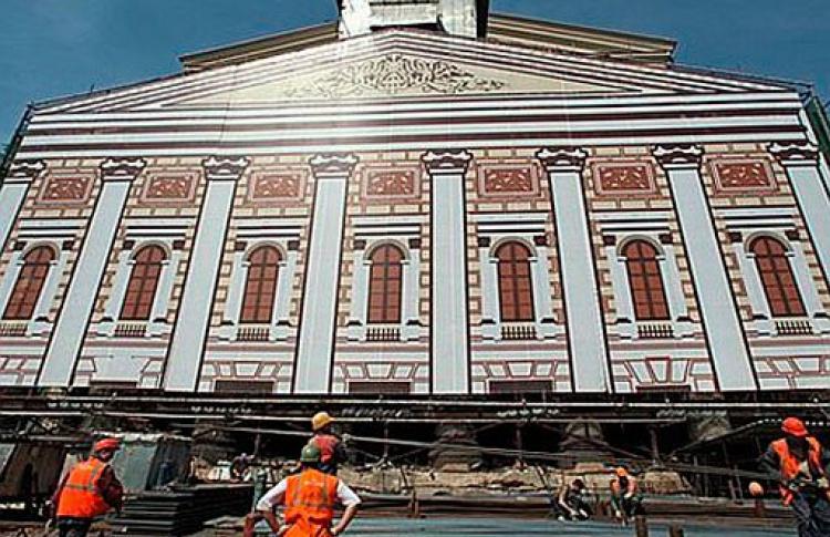 Медведев приказал наконец открыть Большой театр
