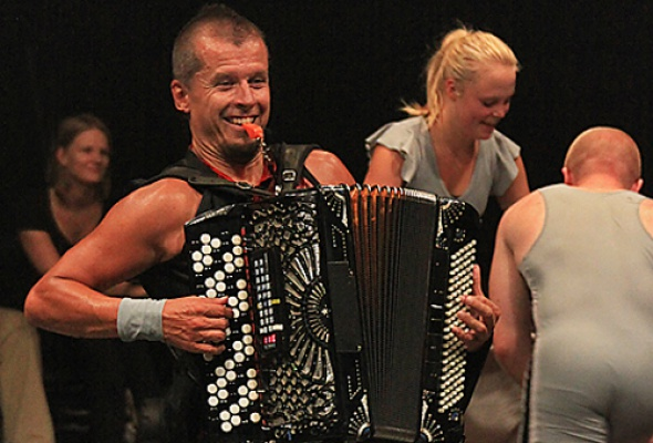 Accordion Wrestling - Фото №1