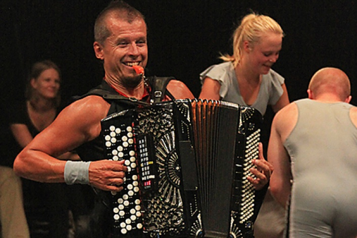 Accordion Wrestling