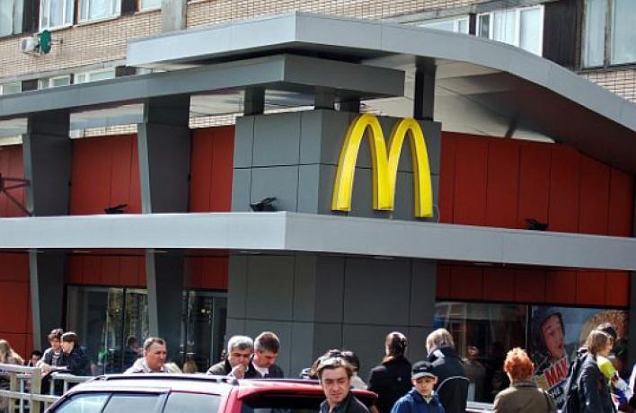 McDonald'sнаПушкинской объявили войну: его оккупируют местные жители