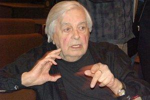 Худрук Театра наТаганке Юрий Любимов написал заявление обуходе