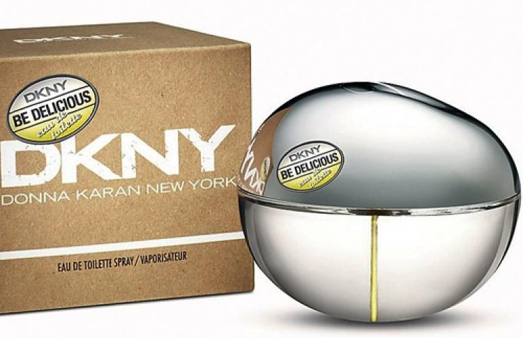 Выпомните, как появилось «зеленое яблоко» DKNY?