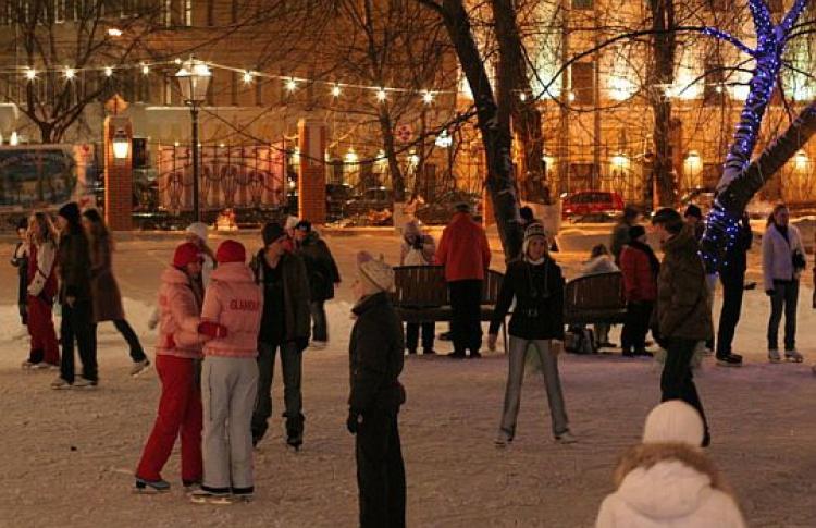 Почти 100 катков зальют вцентре Москвы кНовому году
