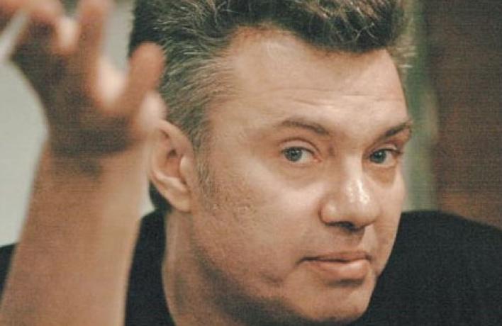 Михаил Борзыкин проясняет свою позицию словом иделом и, несмотря насолидный статус группы, нервется вкомпанию звезд