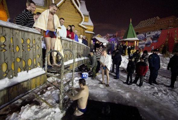 Как вМоскве купались наКрещение - Фото №4