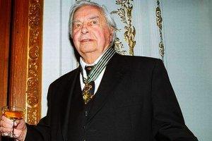 Юрию Любимову подарили его жесобственный театр