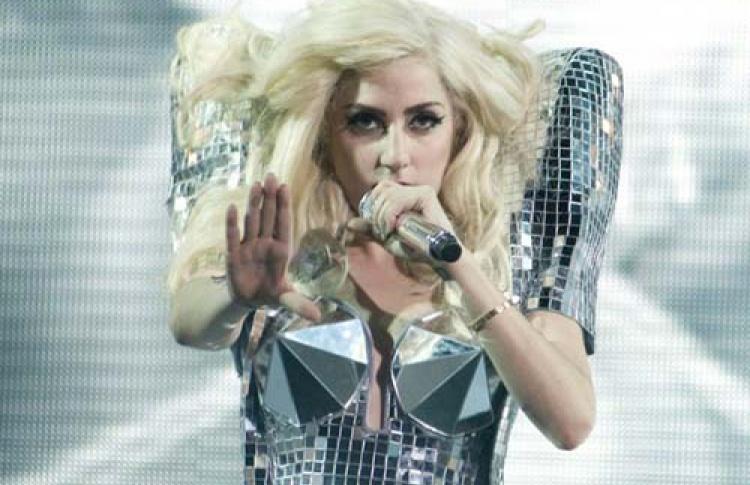 Леди Гага выпускает духи сзапахом спермы икрови