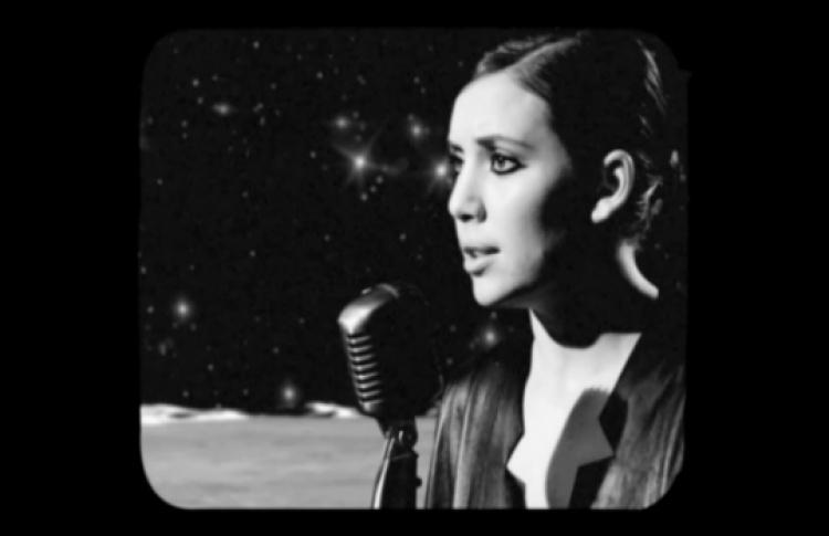 Шведская поп-звезда Ликке Лиспела наповерхности Луны