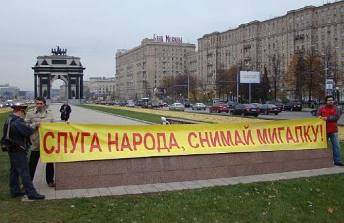 Гаишники остановили три машины «скорой» ради проезда VIP-кортежа