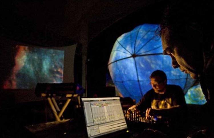 """Фестиваль """"Космонойз: звуки космоса"""". Выставка аналоговых синтезаторов"""