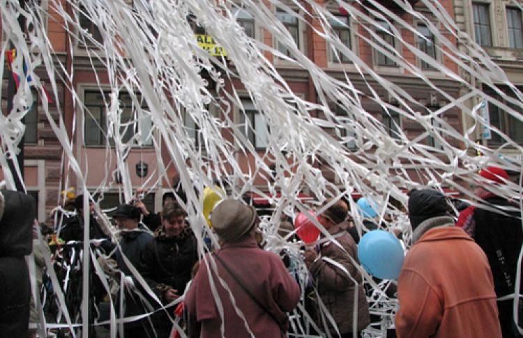 """""""Смешной фестиваль - детям"""": уличный праздник-шутка """"И снова Новый Год?!"""""""