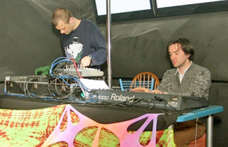 Microcosmos Records и Sun Station Records представляют: Microcosmos Ночь Космонавтики. Cell (Ultimae Records, Франция), Astropilot (Altar Records, Новосибирск), Ёлочные игрушки