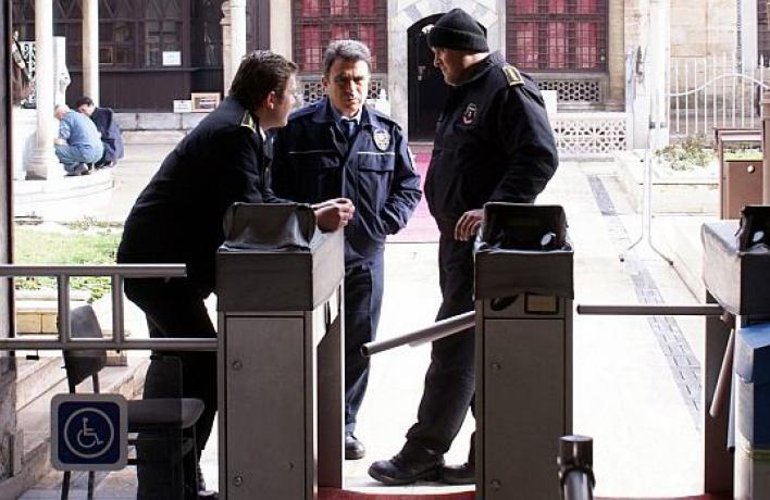 Охранникам музеев неповышали зарплату уже шесть лет